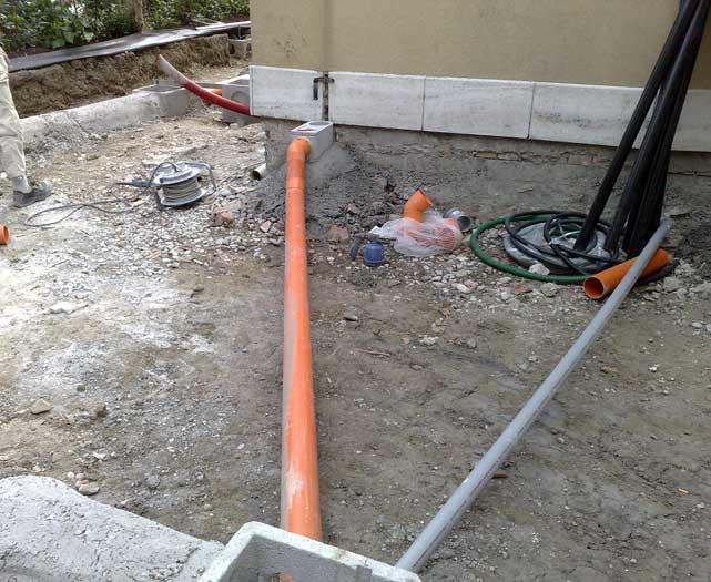 Fognature casa edifici Bellesia scavi