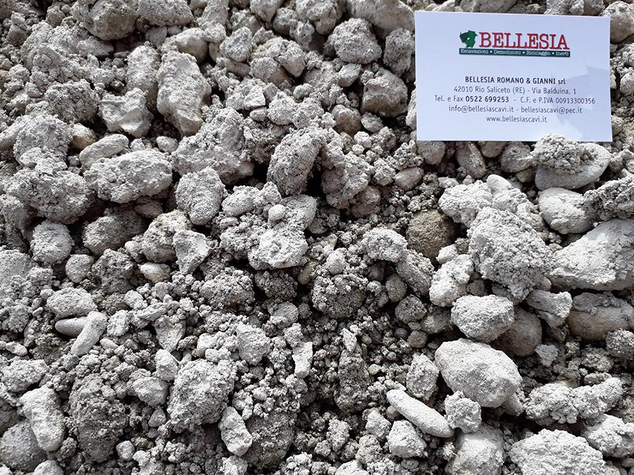 Riciclato di cemento fine - stoccaggio, recupero e vendita materiali inerti - Bellesia scavi