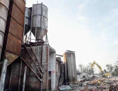 A Bibbiano rimossi 9 silos della porcilaia